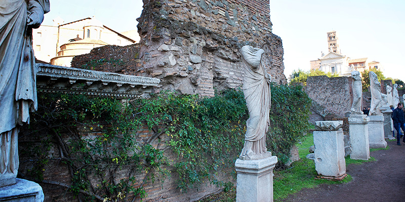 Statues featuring the Vestal Virgins