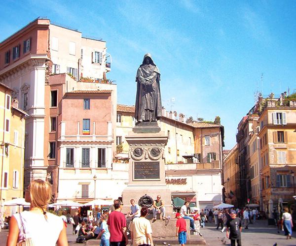7bca678fff178 The bronze Statue of Giordano Bruno stands in Piazza Campo de  Fiori